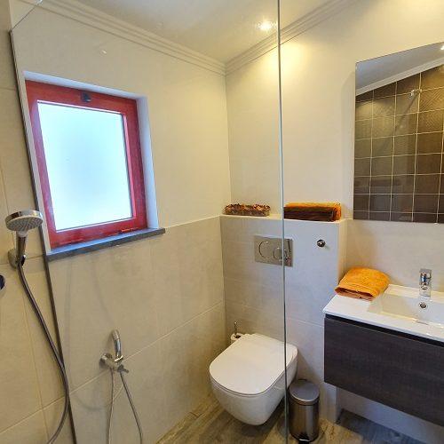 casinha de nesquim bathroom